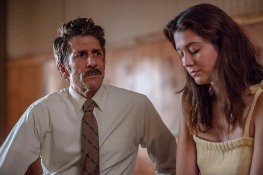 (l-r) Leland Orser and Mary Elizabeth Winstead stars in FAULTS. ©Snoot Entertainment. CR: Jack Zeman.
