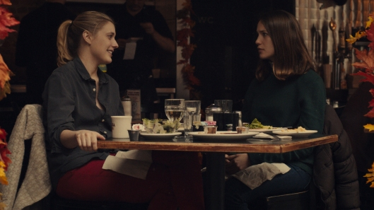 Brooke (Greta Gerwig) takes Tracy (Lola Kirke) under her wing in Mistress America.