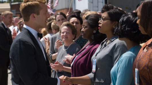 DF-04856_R2 - Katherine G. Johnson (Taraji P. Henson), flanked by fellow mathematicians Dorothy Vaughan (Octavia Spencer) and Mary Jackson (Janelle Monáe) meet the man they helped send into orbit, John Glenn (Glen Powell), in HIDDEN FIGURES. Photo Credit: Hopper Stone.